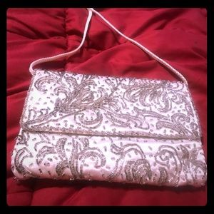 Handbags - VTG Raised White and Silver Beaded Purse 👛
